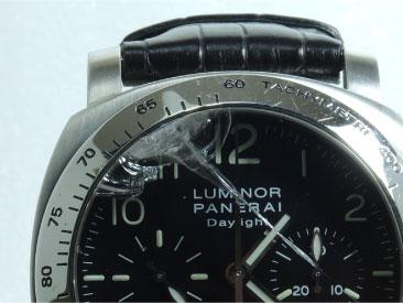 時計の外傷・故障個所の写真を撮影する