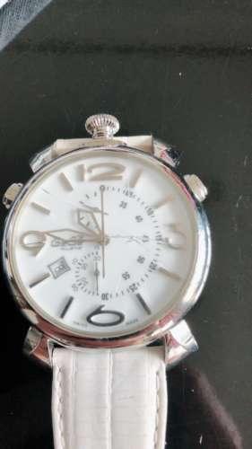 LINE@で修理をご依頼いただいた、ガラスがひび割れている時計(ガガミラノ)