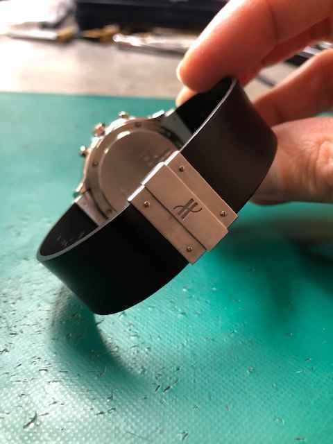 ウブロMDMクロノグラフクォーツモデルRef.1620.1電池交換、ベルト取付けしました