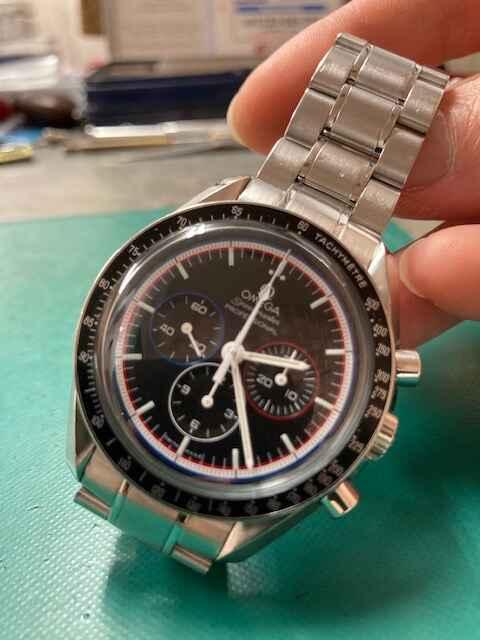 オメガスピードマスター アポロ15号40周年記念モデル 世界1971本限定311.30.42.30.01.003オーバーホール、風防磨きしました